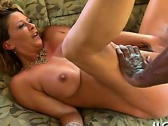Well built black stud enjoys ramming milf's bald vagina