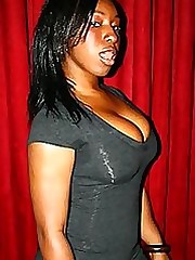 Hot thick ebony chicks posing slutty on cam