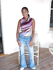 Sweet ebony teen amateur models her sexy body