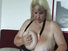 Mature BBW with huge tits fucks a dildo